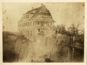 http://commons.wikimedia.org/wiki/File:Abbruch_des_Forsthauses_auf_dem_Lichtenstein.jpg