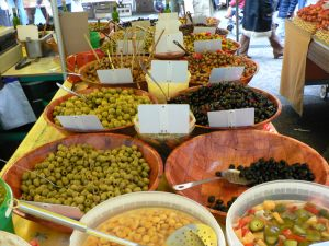 http://commons.wikimedia.org/wiki/File:Olives_au_marche_de_Toulon_p1040238.jpg